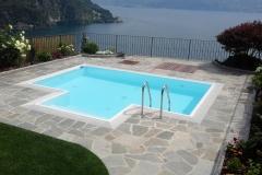 piscina a sfioro con zona idromassaggi