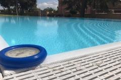 piscina a sfioro dettaglio griglia sfioro